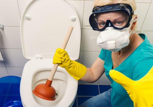 Comment dégorger des toilettes bouchées