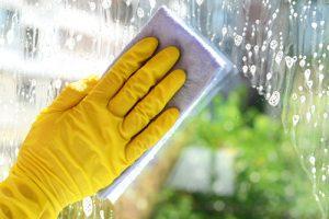 Utiliser le blanc de Meudonpour nettoyer les vitres sans traces