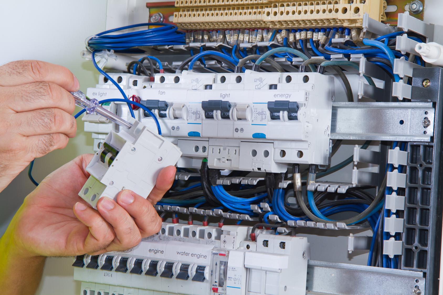 Comment réparer un disjoncteur cassé
