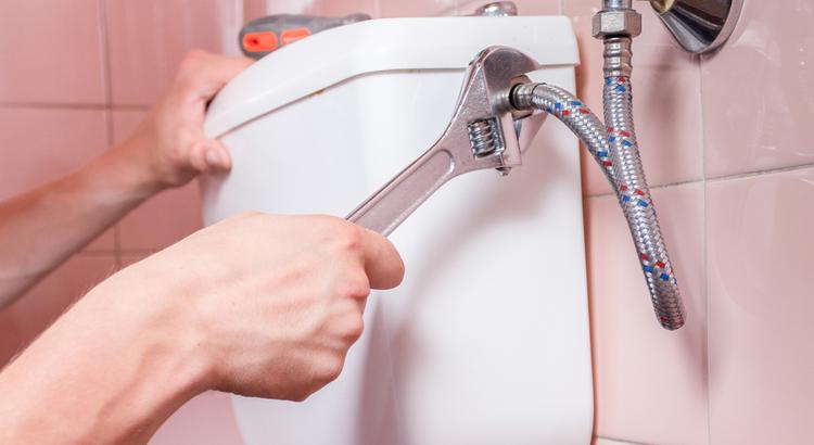 Réparation de fuites de toilettes murales