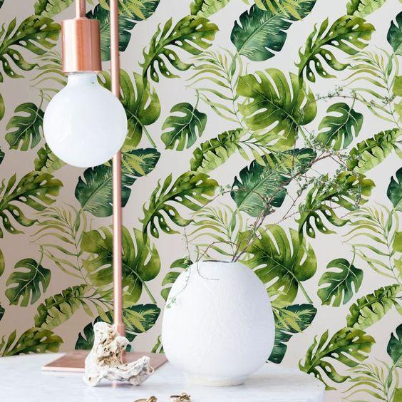 Donnez au salon un style frais avec du papier peint à motifs
