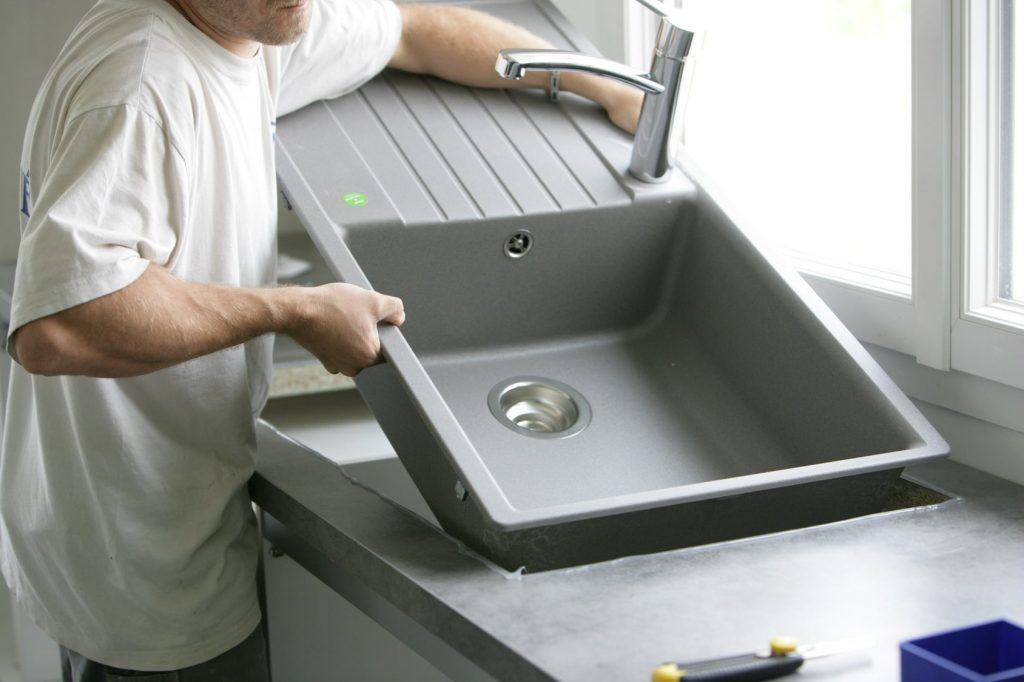Comment installer un évier utilitaire en 15 minutes?