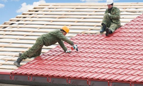 Signes d'un mauvais travail de toiture et comment l'éviter