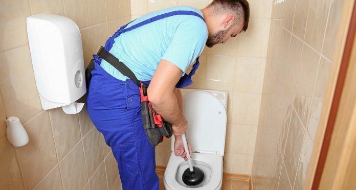 déboucher des toilettes efficacement
